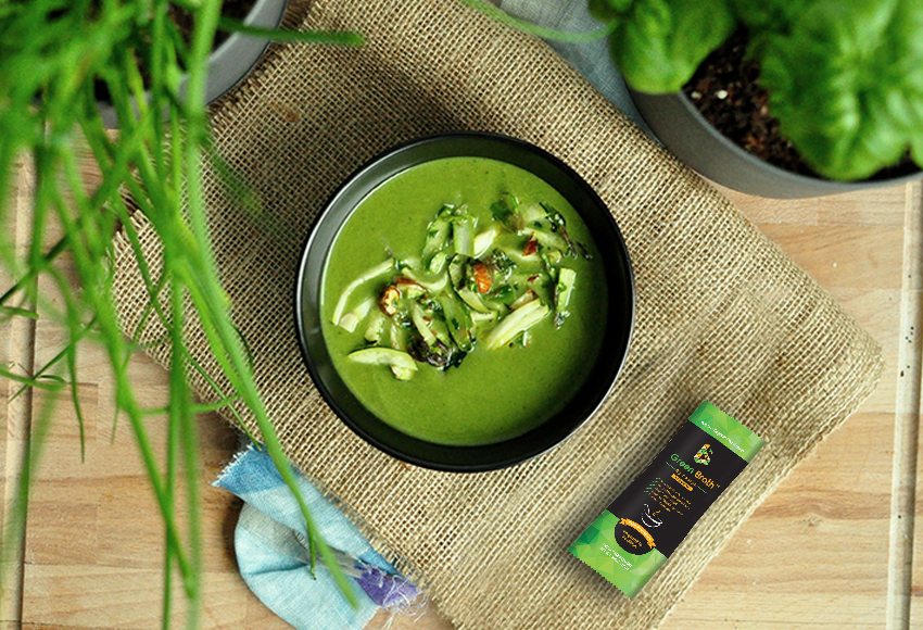 A green soup, perfect for summer cleanse and detoxification